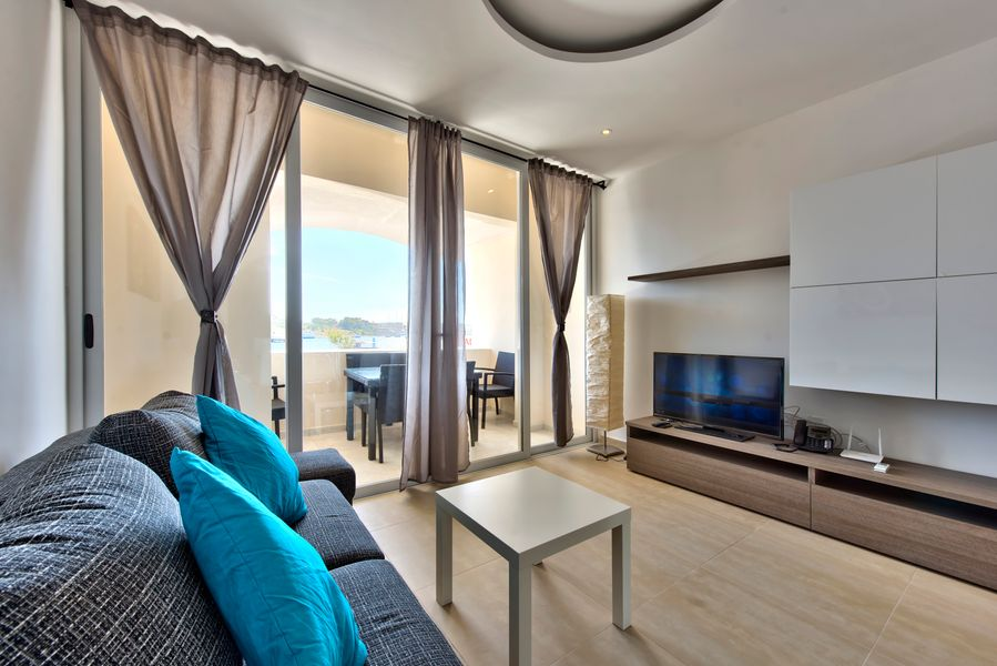 Exceptional Seafront 3-bedroom apartment