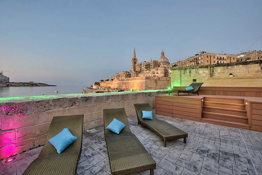 062 Waterfront Valletta House With Pool