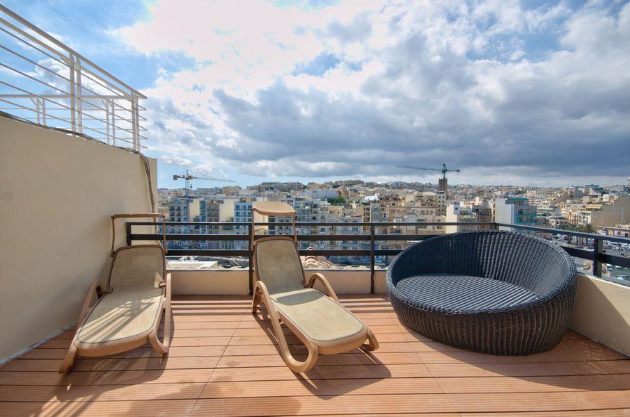 Spinola Bay Seafront Duplex Penthouse