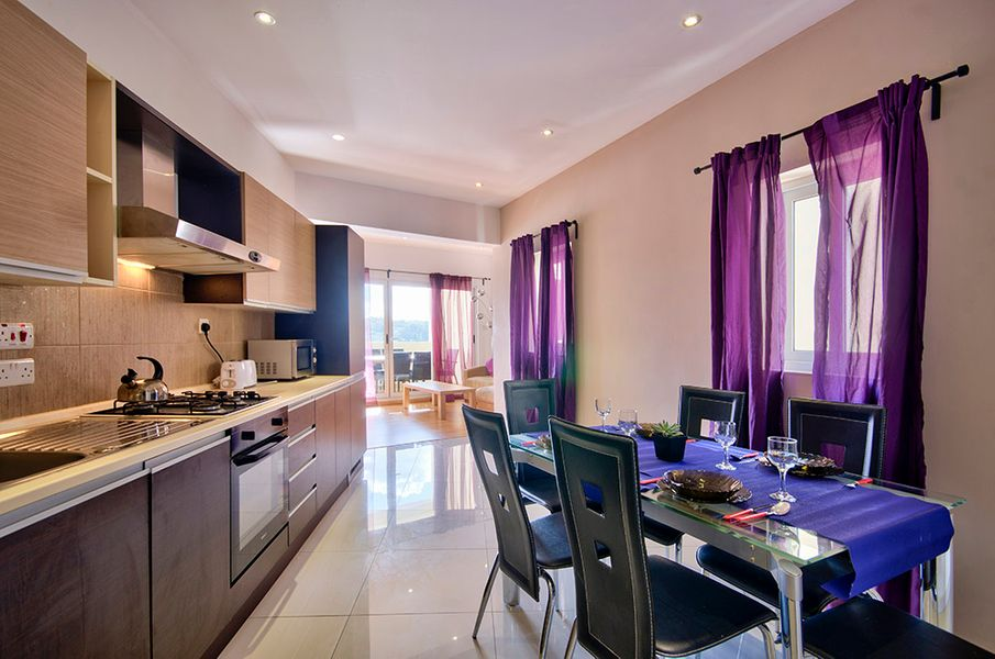 Sunny Sliema 2 bedroom apartment with views