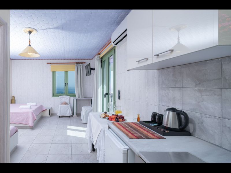 Gorgeous Studio for 2 people, Swimming Pool and Sea View