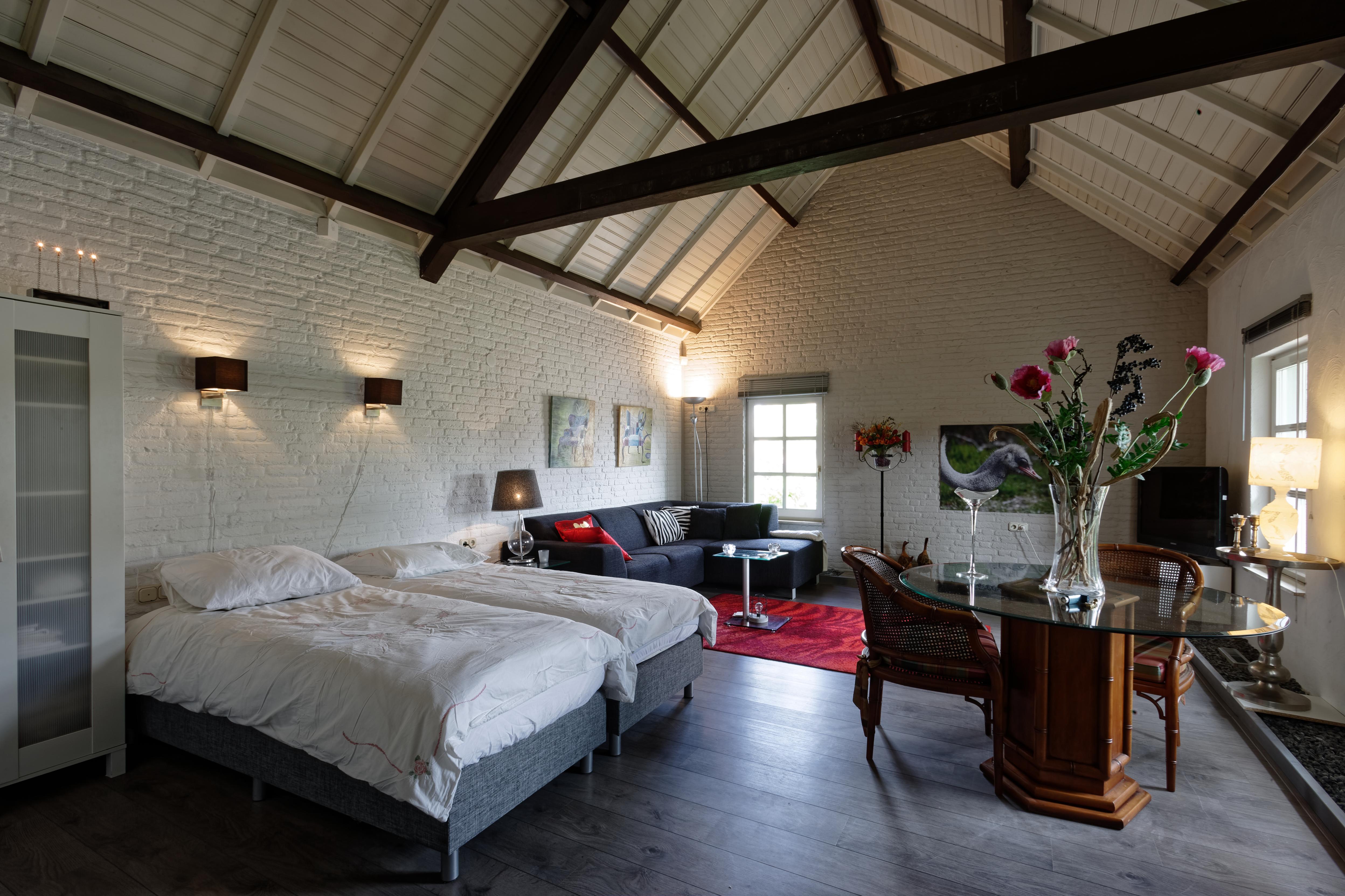 Zimmer zu vermieten mit eigenem Eingang Wohnzimmer und Bad