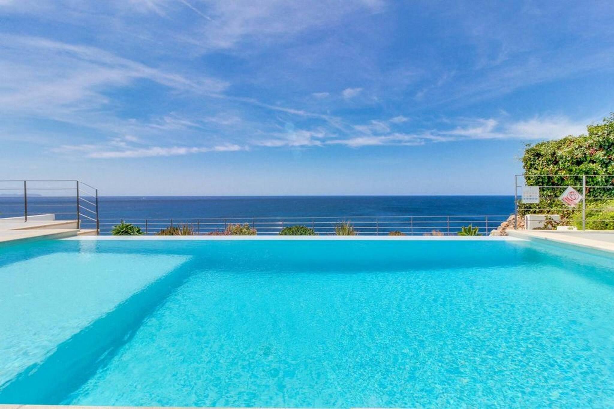 Ausgezeichnete Villa am Meer in Cala Pi