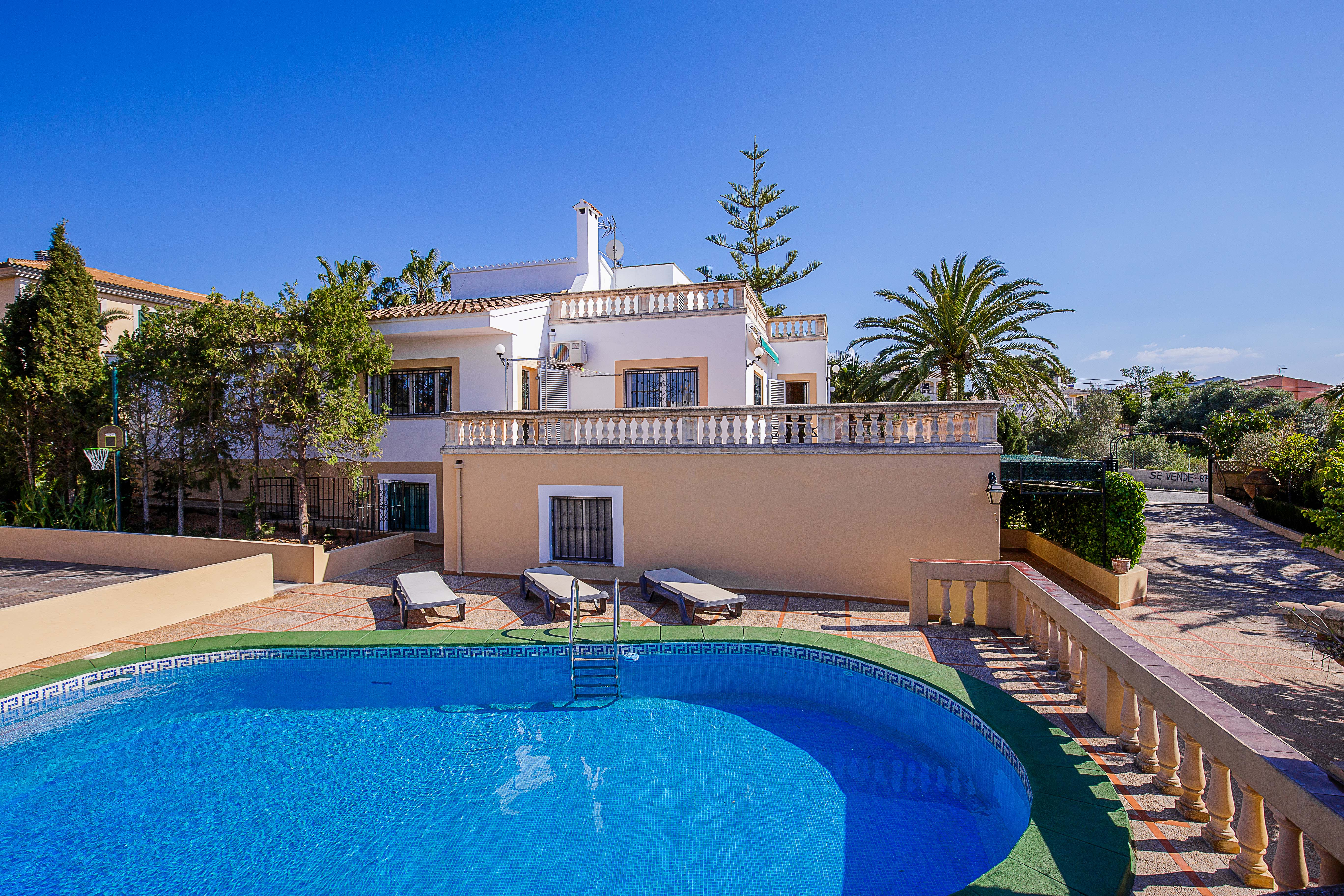 Villa mit privatem Pool in Badia Blava in der Nahe des Meeres