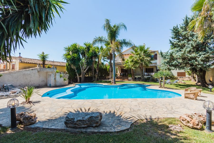 Gual house with private pool