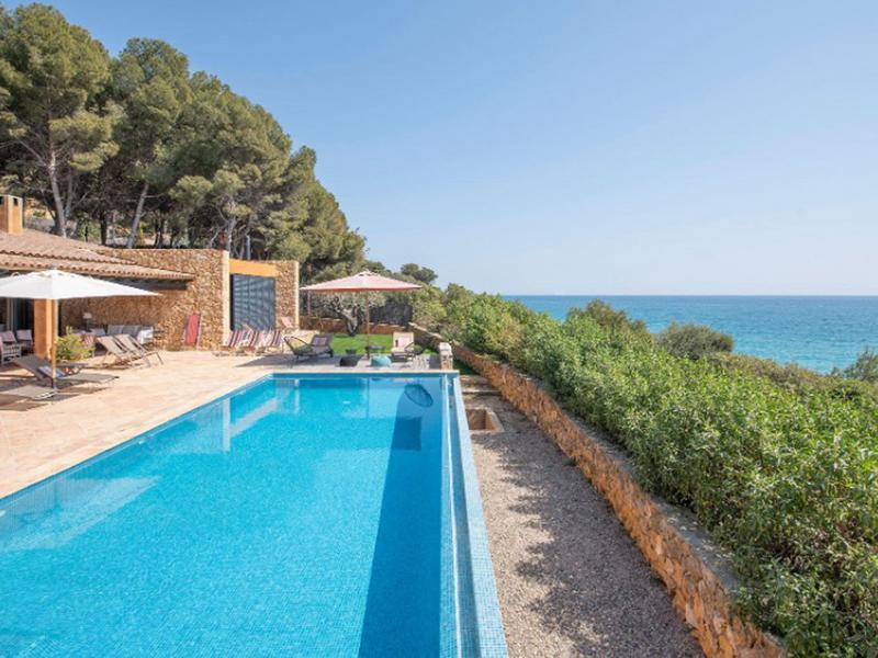 Villa Amanecer : un havre de paix avec jardin, piscine et une superbe vue