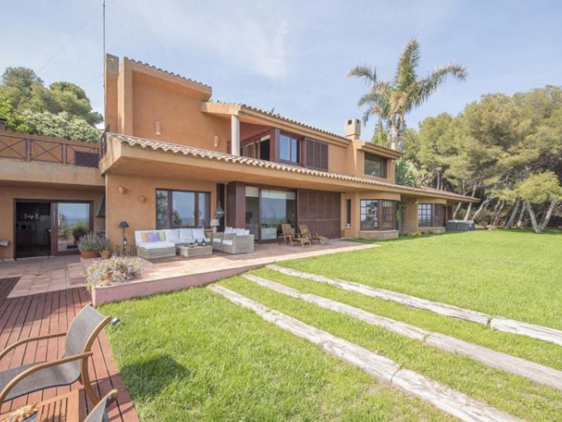 Luxury Villa in Tamarit - Villa Quietud