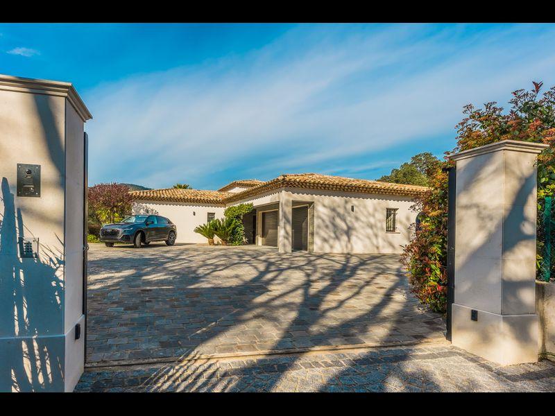 Villa Romaine - Lovée dans un écrin de verdure
