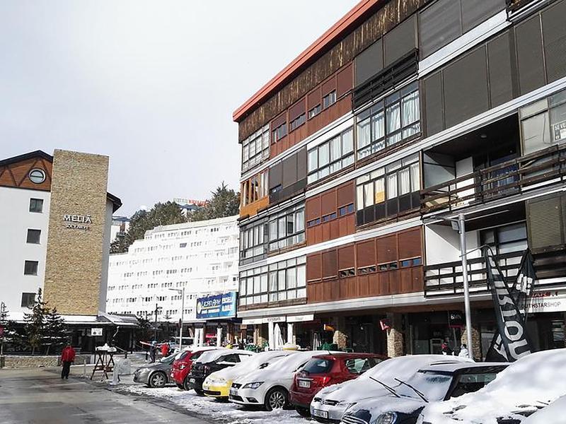 Céntrico a 25 metros de las pistas de esquí, plaza de aparcamiento y Wifi