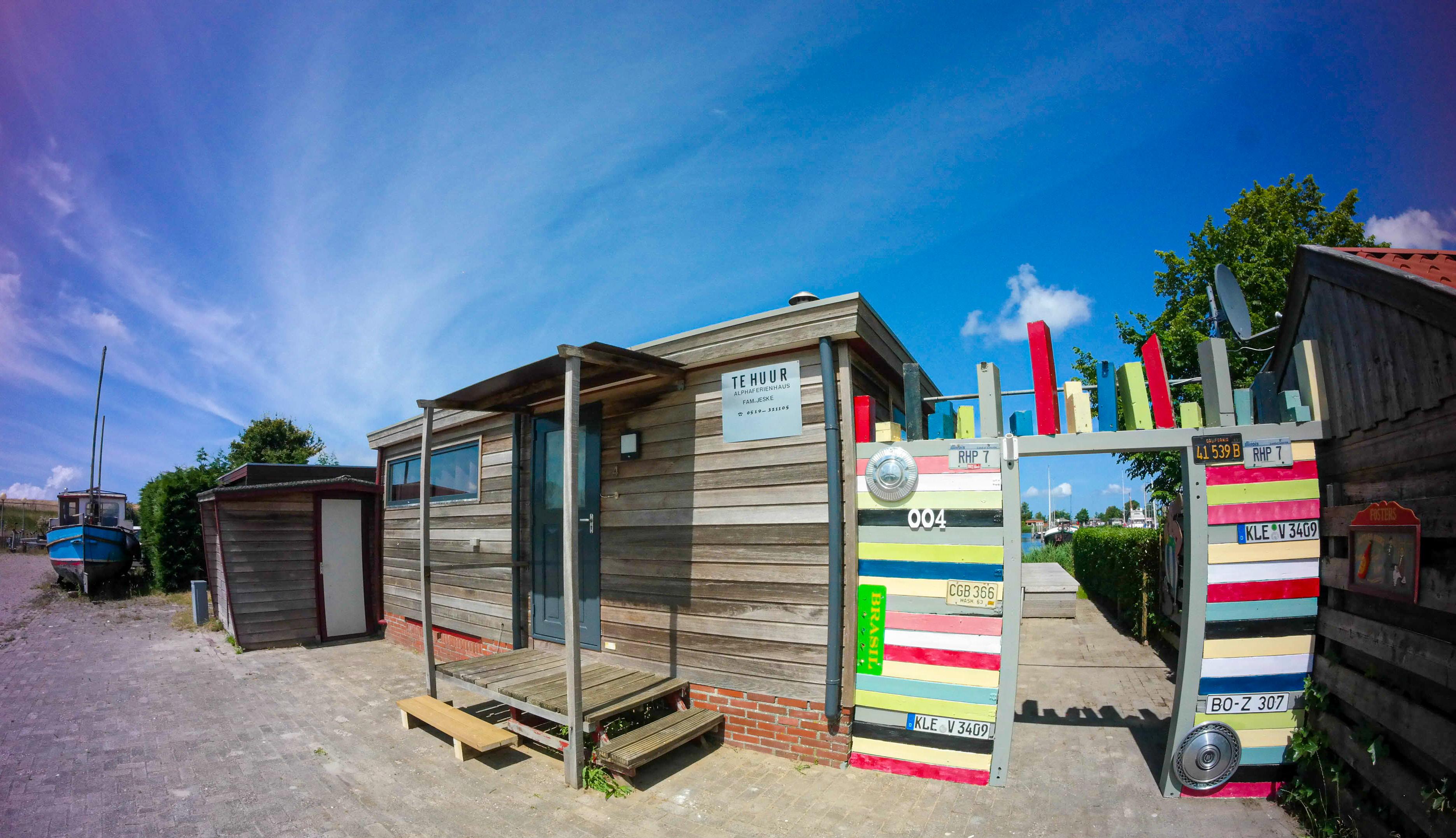 Besonderes Ferienhaus in ruhiger Lage vor dem Deich direkt am Lauwersmeer