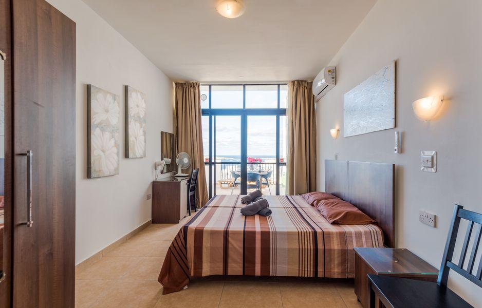 GetawaysMalta - Seashells Penthouse 12 with terrace and sea view in Bugibba