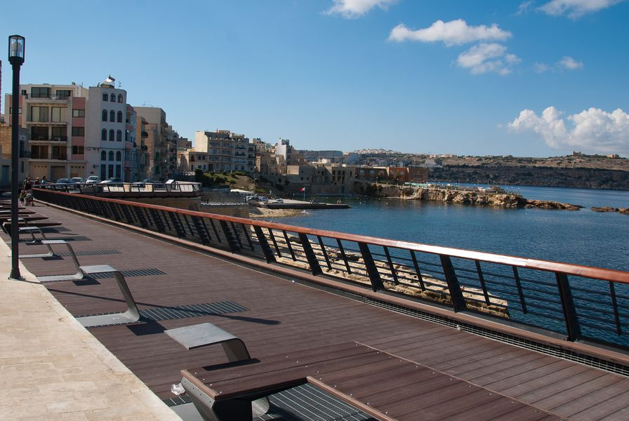 Blue Harbour 1 – Seafront Holiday 2-bedroom Apartment with terrace St Paul's Bay