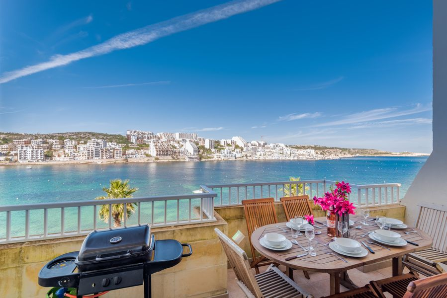 Blue Harbour 4 – Seafront 3-bedroom self catering holiday Apartment with terrace