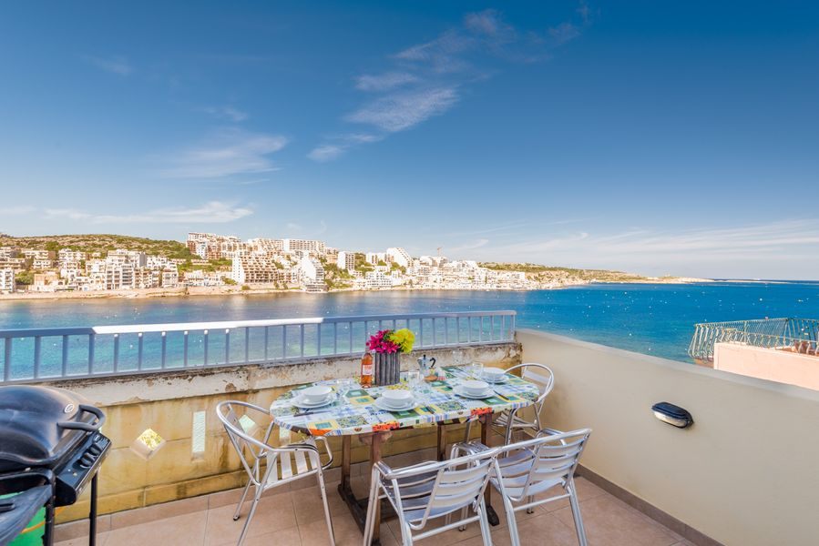 GetawaysMalta - Blue Harbour Seafront Self-catering Holiday Penthouse St Paul's