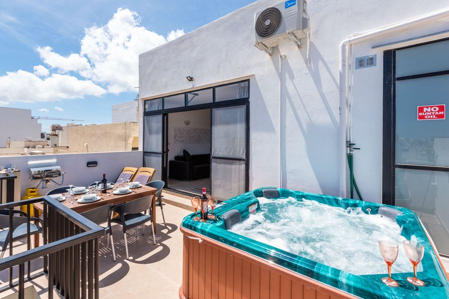 Seashells Seaview Penthouse With Hottub
