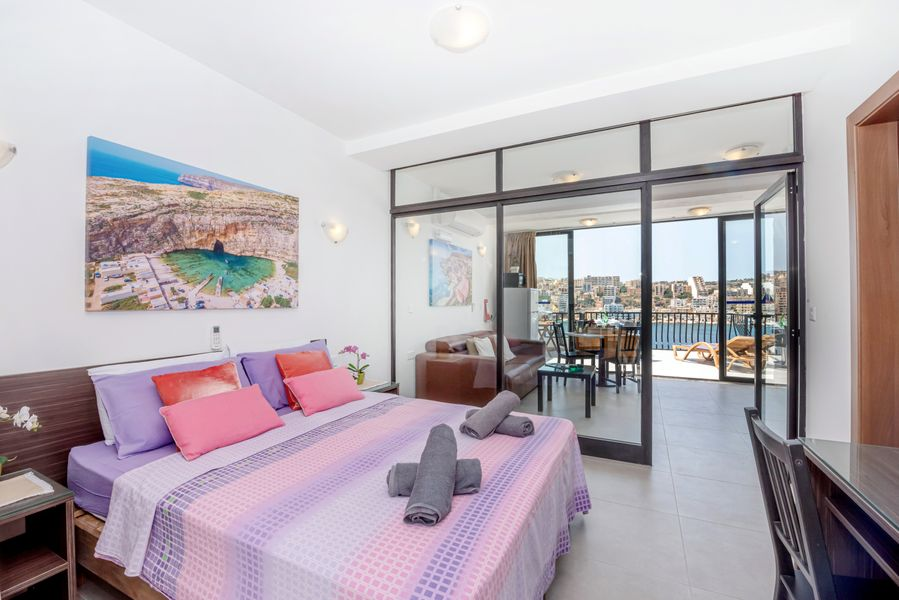 GetawaysMalta - Harbour Lights Seafront Penthouse with Terrace St Paul's Bay
