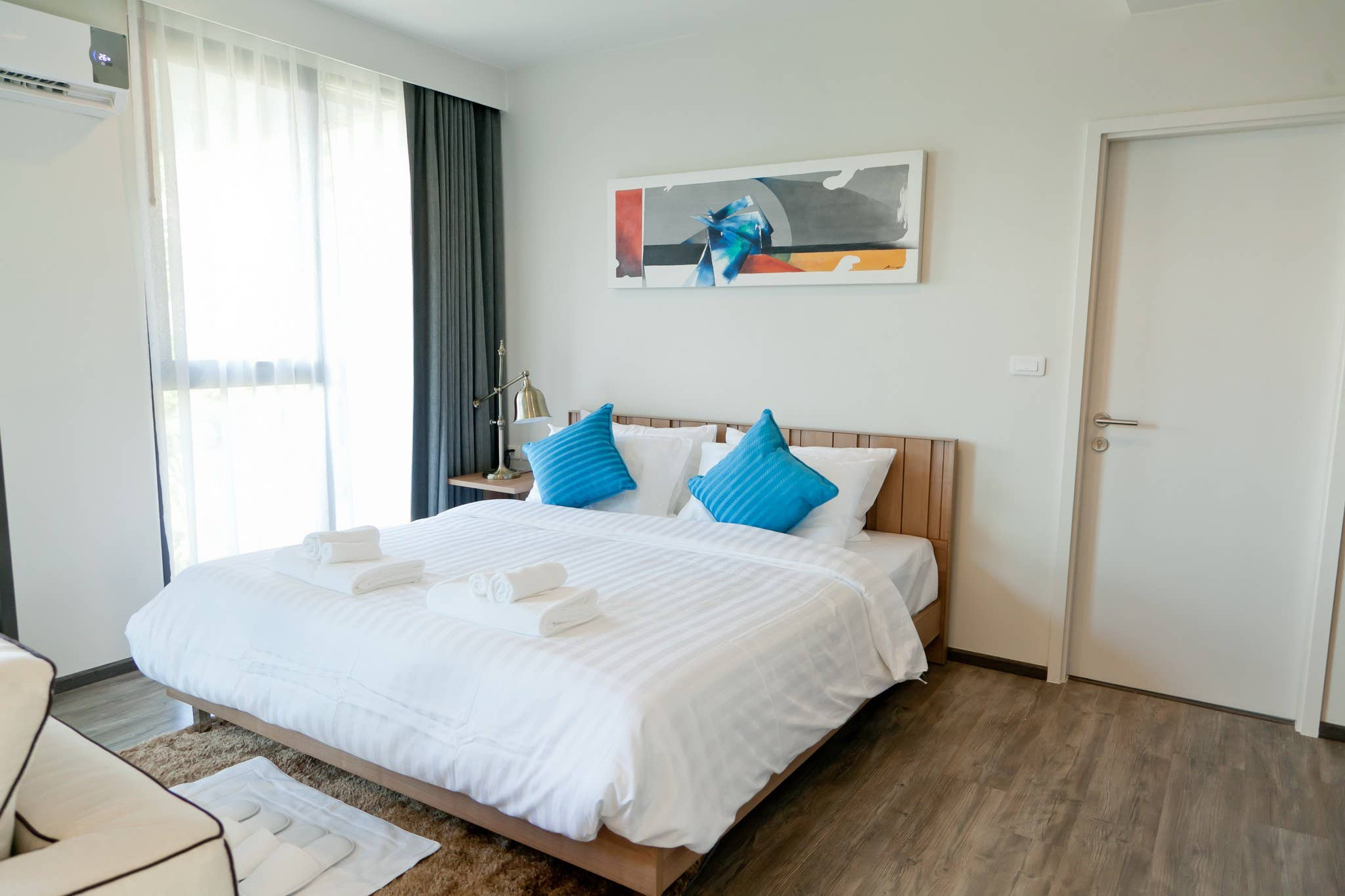 Beach House 1 Br, 2 Pools, zu Fu zum Patong Beach