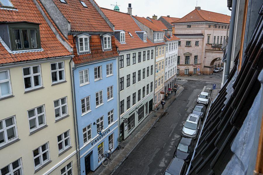 Cozy One-bedroom Apartment in Copenhagen Downtown