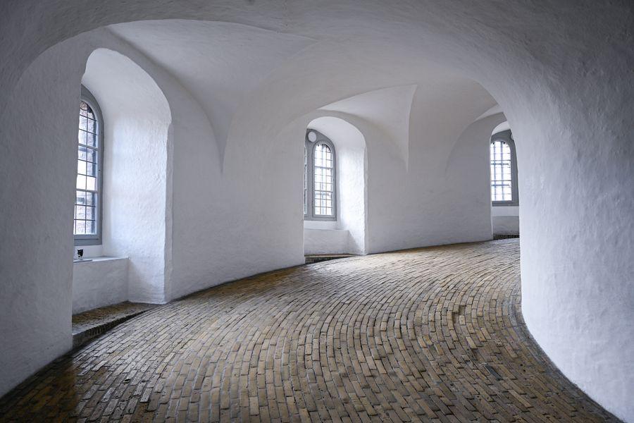 Beautiful 1 -bedroom apartment in the building from 1734 in heart of Copenhagen