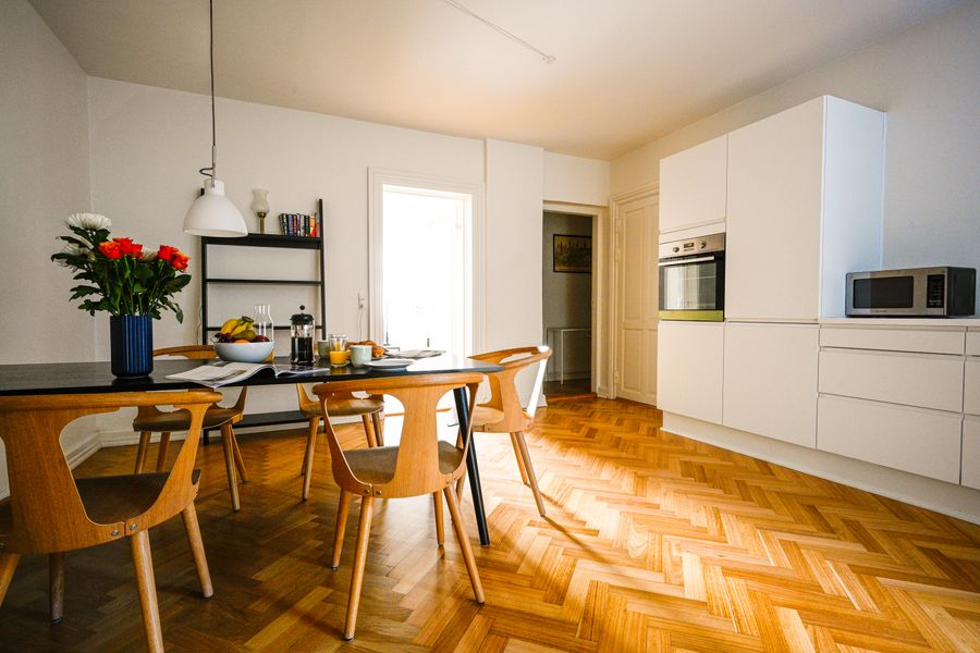 Bright and Spacious Apartment Close to the Queen's Palace