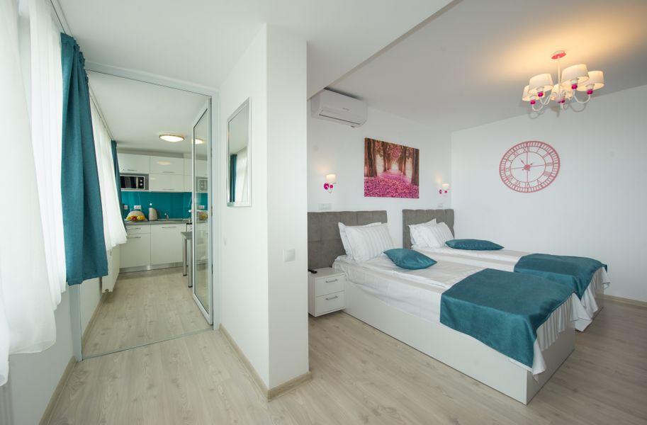 Superb Studio (Cismigiu Gardens) - Private Heating - Free Wifi - Panoramic View