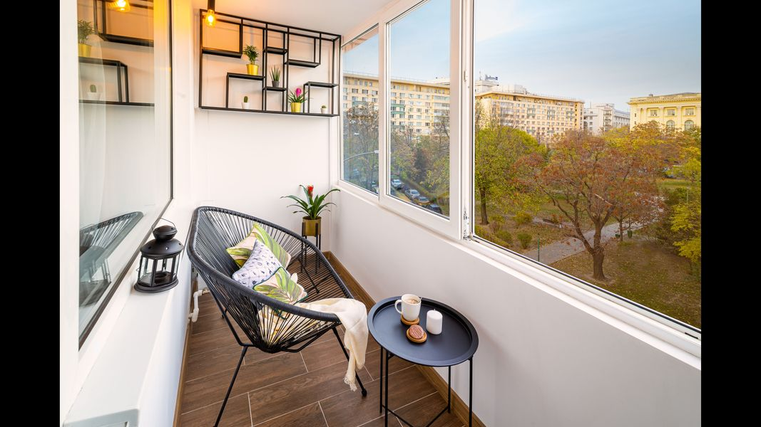 Golden Hour Apartment - Cismigiu Gardens