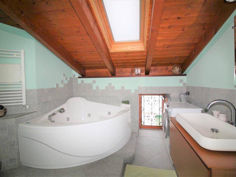 Giglio appartamento con splendida vista lago e vasca idromassaggio