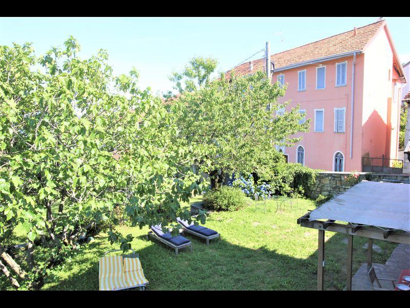 Villa d'atmosfera e grande giardino sul Lago d'Orta
