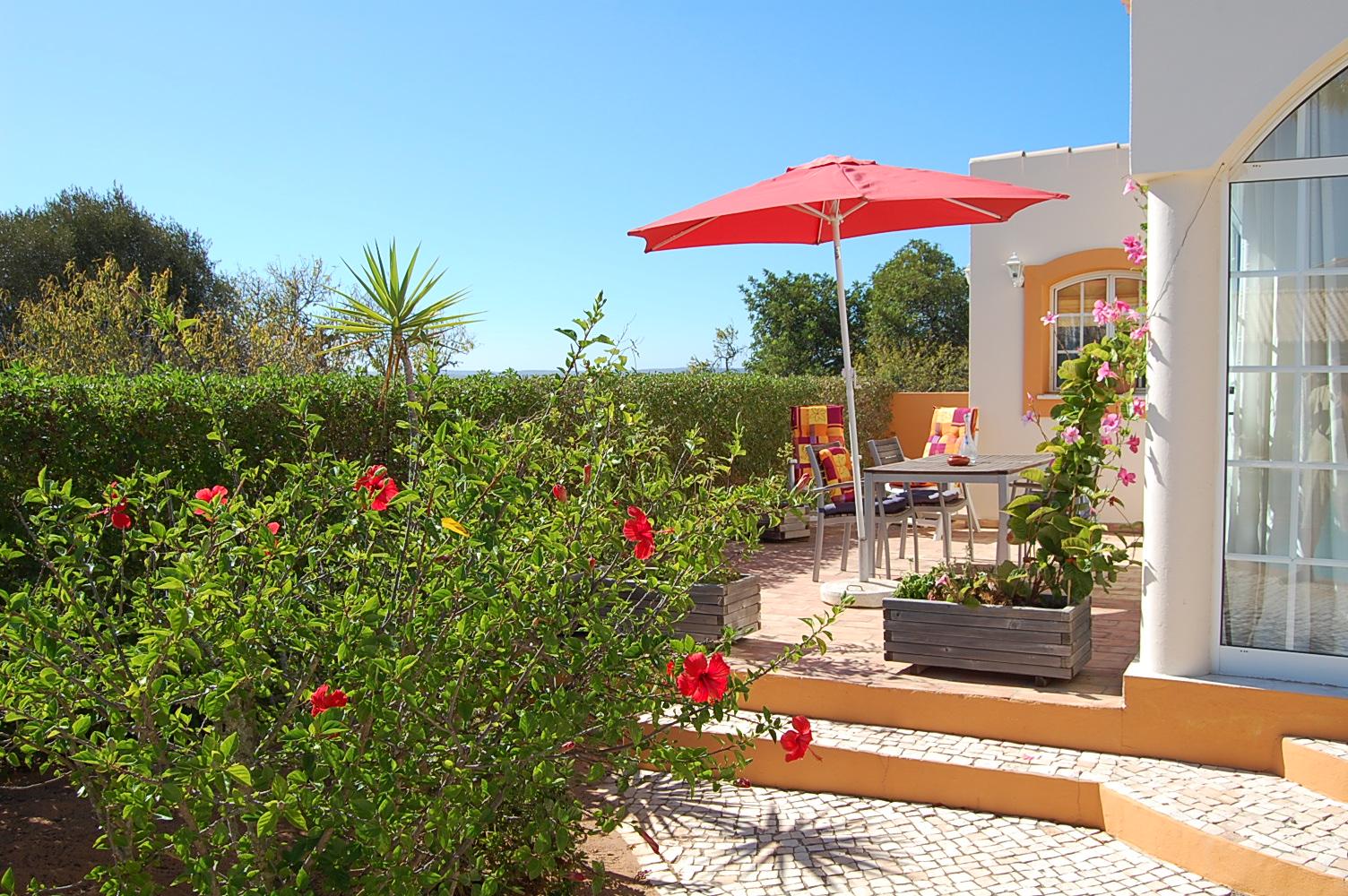 Ferienhaus Bungalow, im schönen Garten ein Pool auch für die 2 Wohnungen, sehr ruhiger Ort (2377732), Luz, , Algarve, Portugal, Bild 9