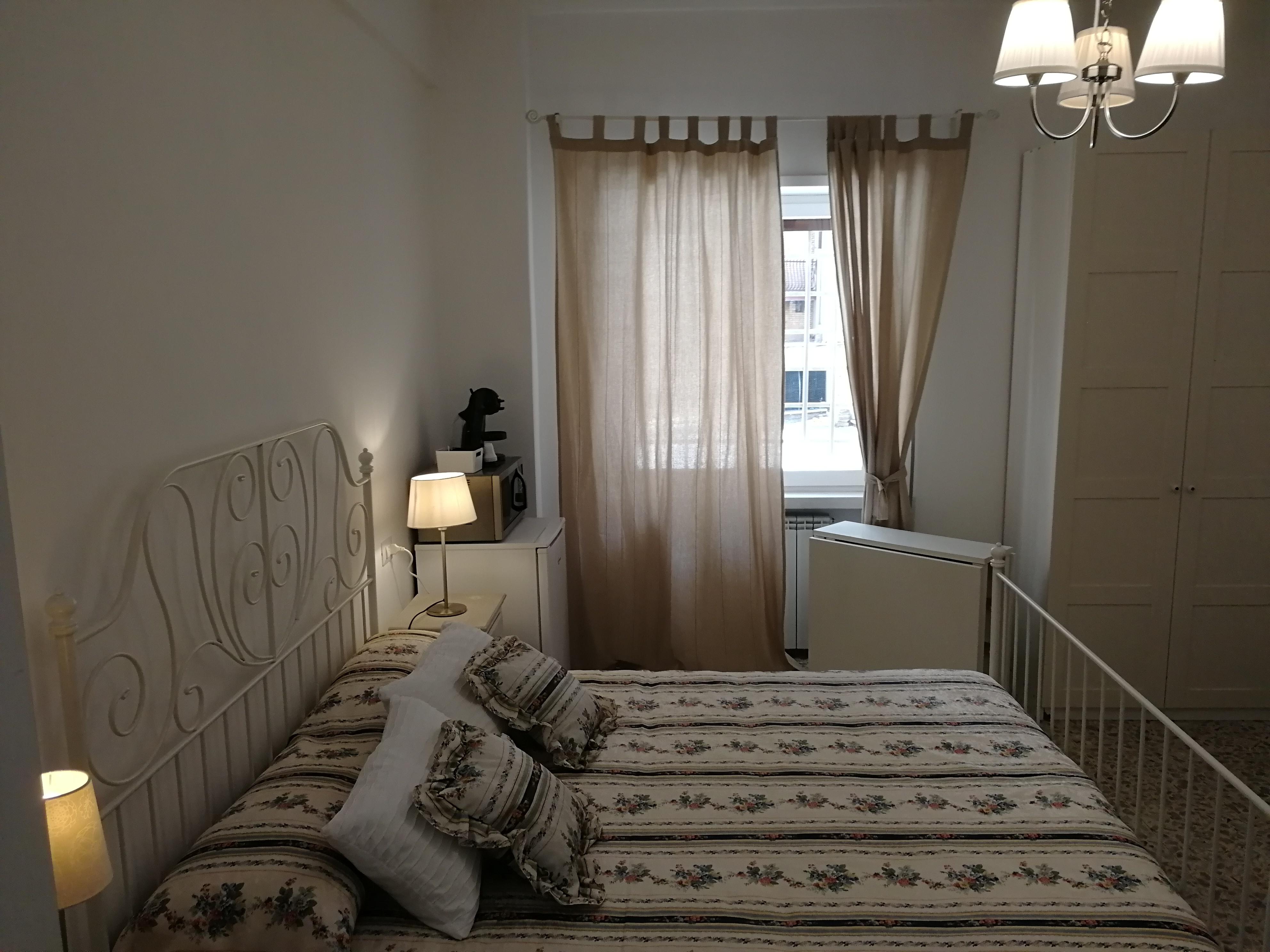 Dreibettzimmer mit eigenem Bad 10 Minuten vom Bahnhof Tiburtina entfernt