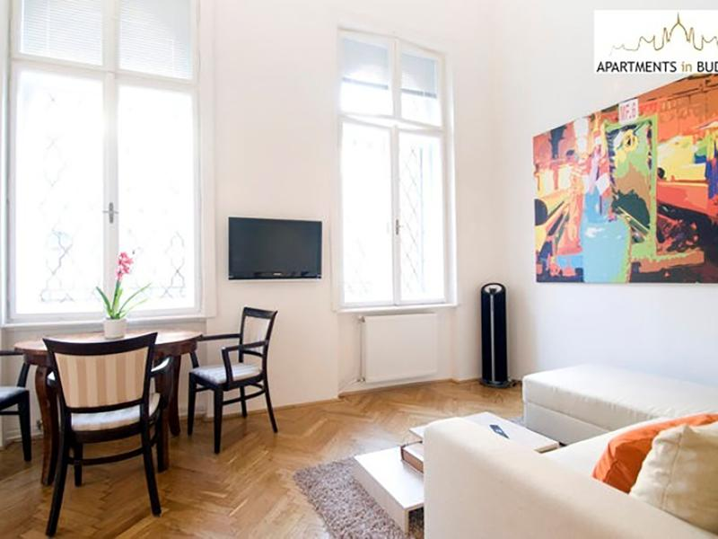 Opera Mezzanine Apartment - historic building with high ceiling, A/c, free Wifi