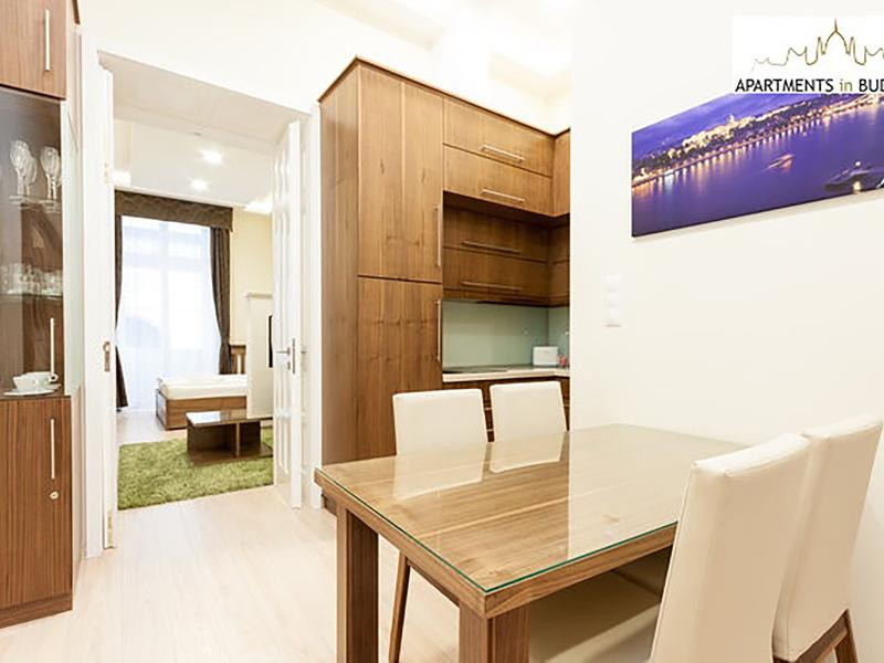 Opera Balcony Apartment - historic building with high ceiling, A/c, free Wifi