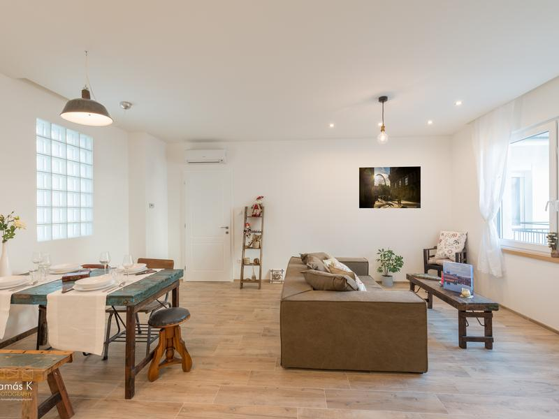 Basilica Deluxe Apartment - historic building, newly refurbished, A/c, free Wifi