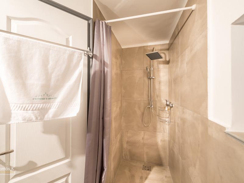 Basilica Mezzanine - newly refurbished 2 bedrooms, 3 bathrooms, free Wifi