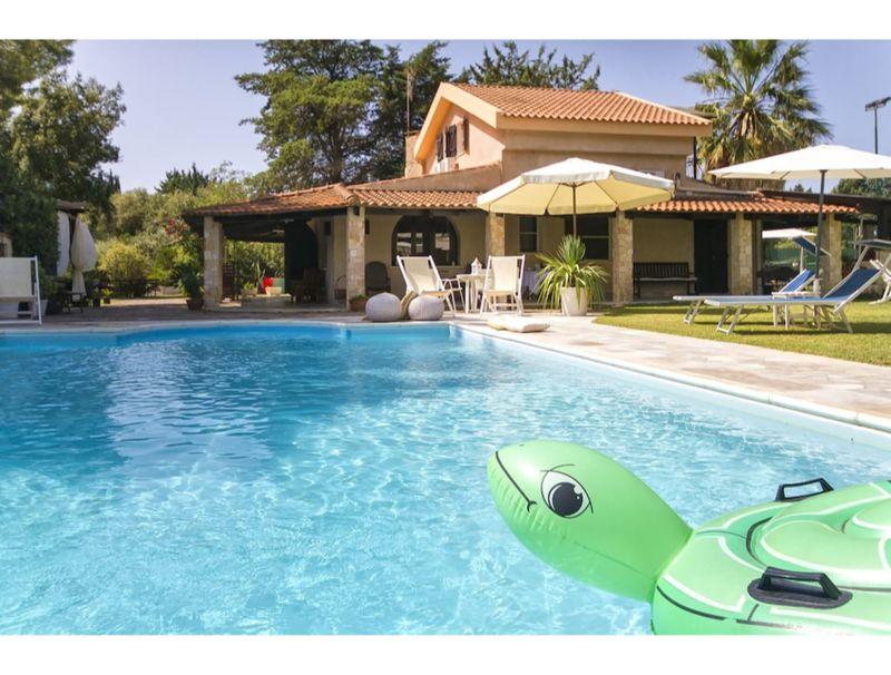 Alghero, Villa Sporting con piscina
