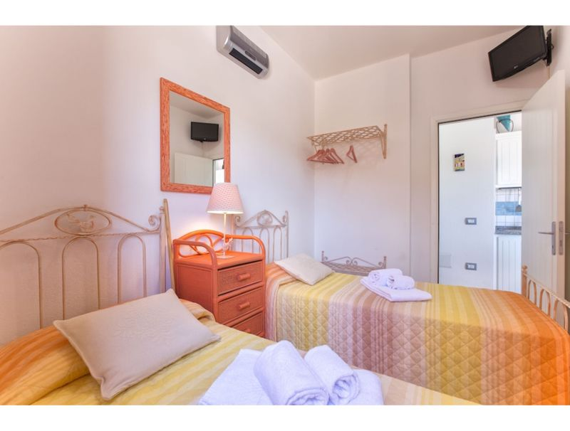 Torre dei Corsari, apartment with sea view and near the beach for 5