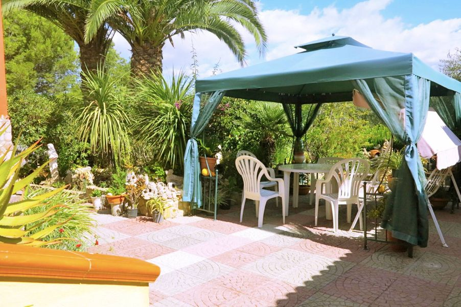 Alghero, Villa Calvia for 8 people with furnished garden