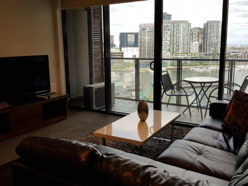 Docklands 2 Bedroom Apartment with Views