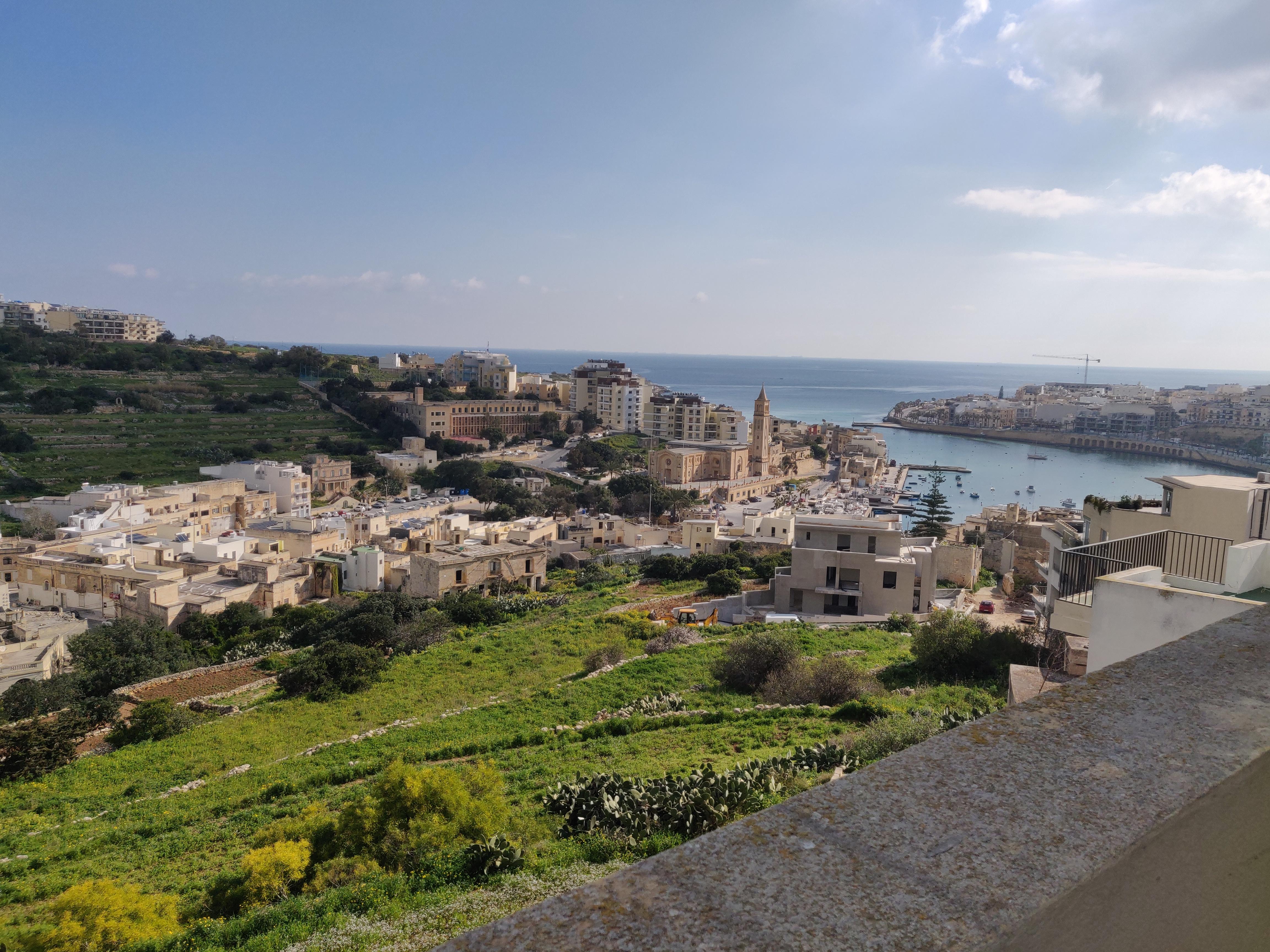 Panoramapenthouse mit Meer und Landblick