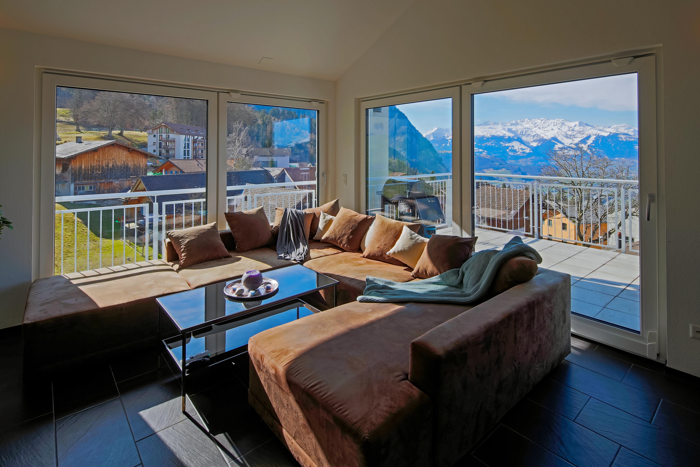 Moderne und gemutliche 5 Zimmer Dachwohnung mit uberwaltigender Aussicht