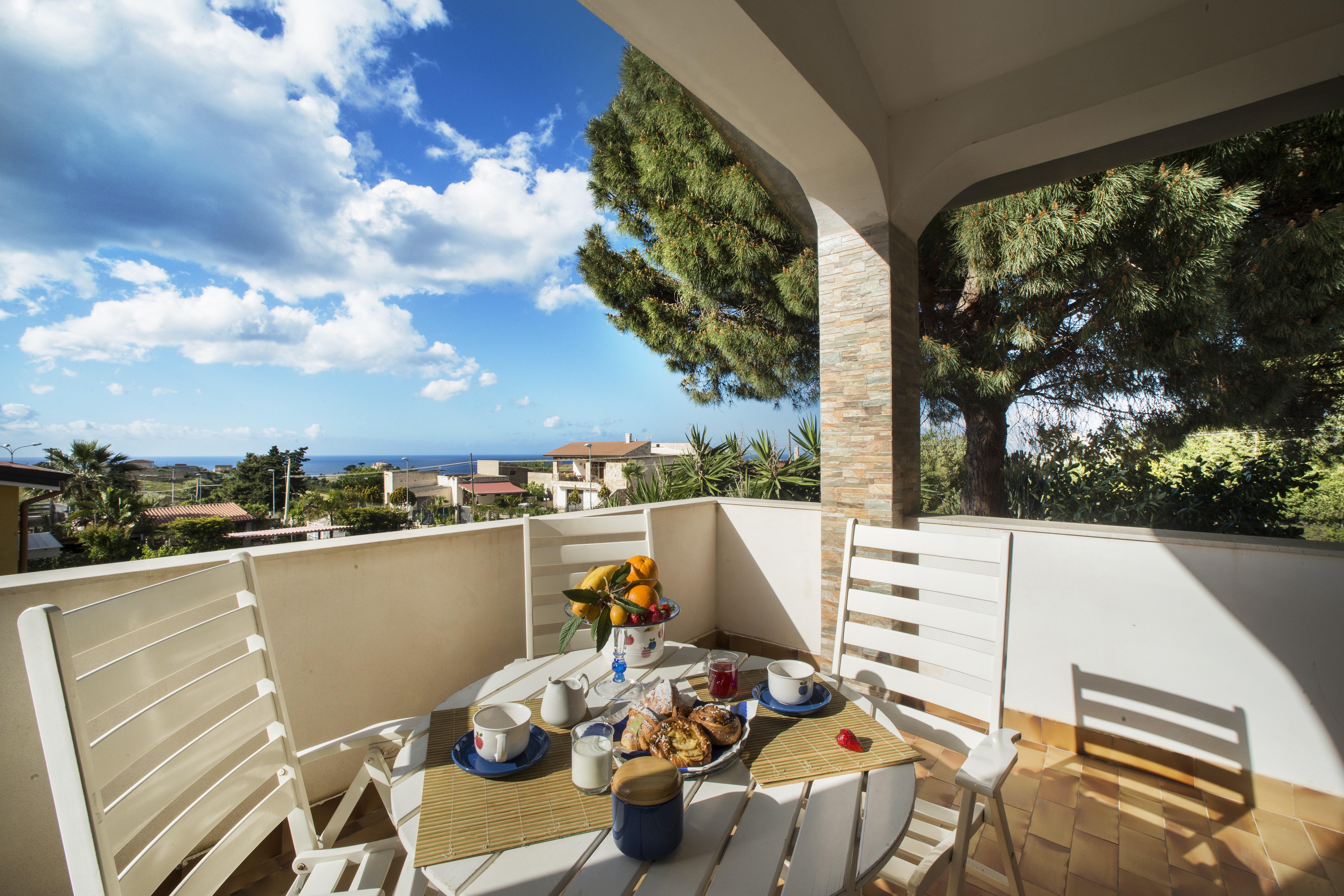 Holiday house Villa Scampati 7 Plätze am Meer mit Garten, Grill und Parkplatz (2388901), Alcamo, Trapani, Sicily, Italy, picture 1