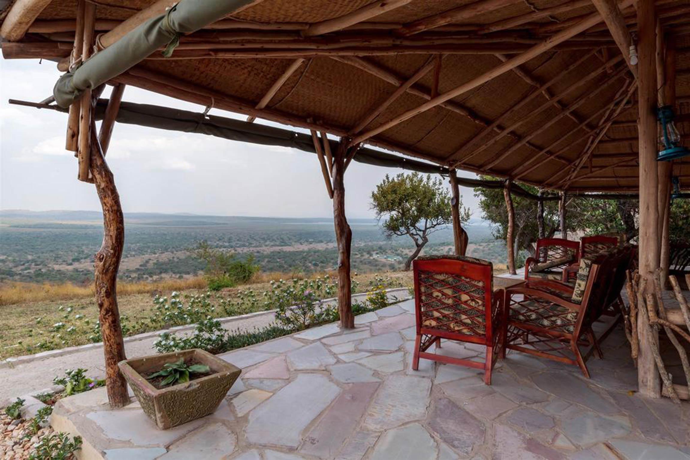 Entspannen Sie sich in der Eagles Nest Lodge nach einer Safari im Mburo National Park