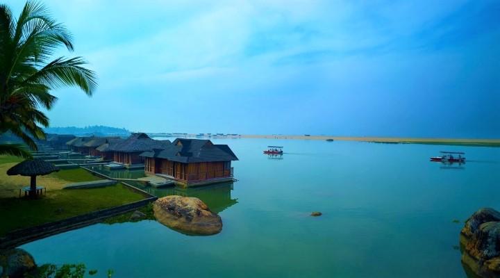 Vattenbungalows på Poovar Resort för den som vill resa till Indien