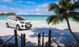 En hyrbil på stranden för att använda under sin resa till Seychellerna