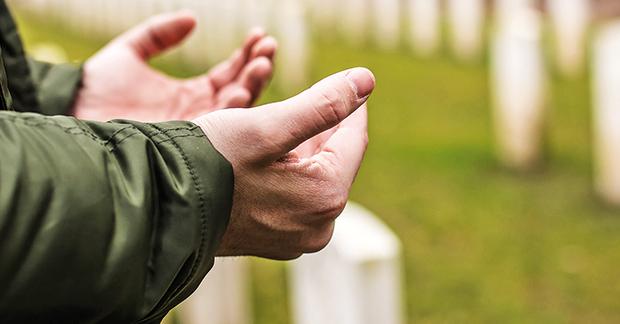 1: Teil der muslimischen Erinnerungskultur: Bittgebet für die Toten das Halbmondlagers.