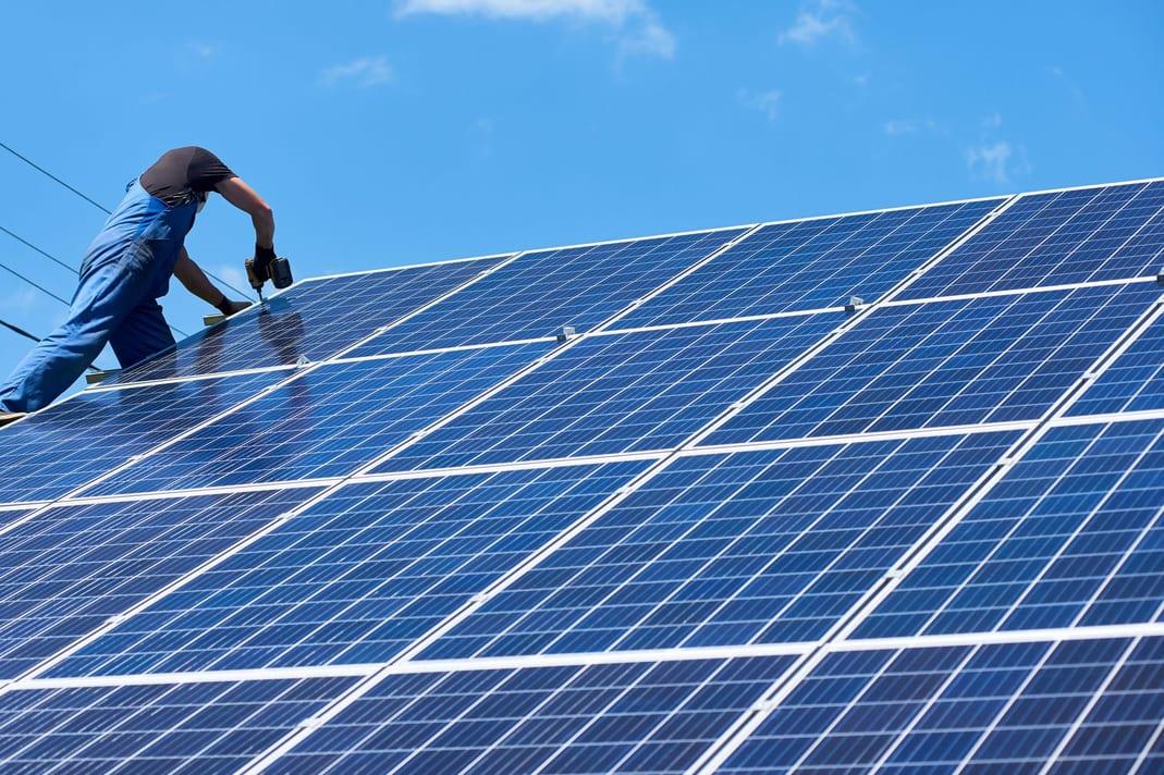 Quel est le rôle de l'onduleur dans mon installation de panneaux photovoltaïques?