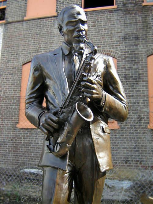 Эрик Долфи памятник Eric Dolphy