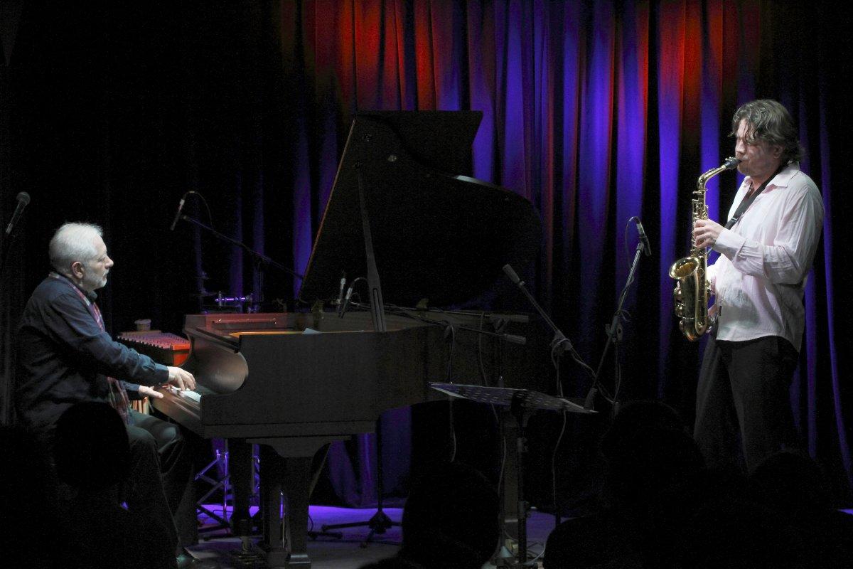 Альбом Under A Different Sky: размышления о высоком JazzPeople