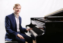 Первый Большой сольный концерт Олега Аккуратова прошел с успехом