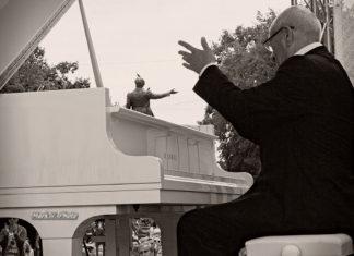 Два маэстро сыграли джаз в четыре руки на петербургском фестивале | Давид Голощекин